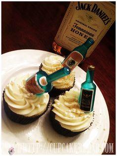 Prohibition cupcakes jack Daniels: for the boys Jack Daniels Cupcakes, Whiskey Cupcakes, Honey Cupcakes, Liquor Cupcakes, No Bake Treats, Yummy Treats, Delicious Desserts, Sweet Treats, Yummy Food