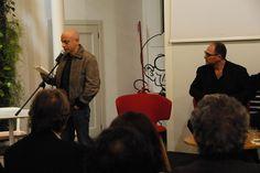Rolando Ravello legge un brando durante la presentazione da Fandango Incontro a Roma. (Foto di Francesco Mileto.)