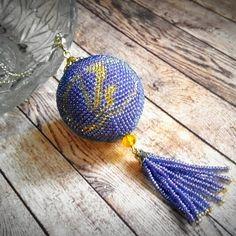Шарик можно и в машину и на ёлку 🎄. Можно с цветом поиграть и логотип сменить. Цена этого шарика 350 р. #handmade #ваз #автомобили #бисер…