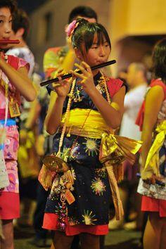 Flute and finger cymbals player, Nebuta matsuri, Tachikawa Japanese Culture, Japanese Girl, Japanese Style, We Are The World, People Around The World, Nepal, Vietnam, Japanese Festival, Kimono Japan