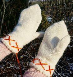 Dagens gratisoppskrift: Tantevotter | Strikkeoppskrift.com Fingerless Gloves, Arm Warmers, Mittens, Blog, Fingerless Mitts, Fingerless Mitts, Fingerless Mittens, Blogging, Gloves