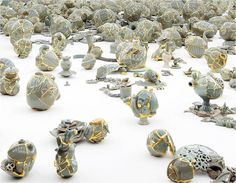 In mending the wounds of smashed ceramics, Yeesookyung does not disguise the cracks but highlights them in shimmering gild. The reformed ceramic works represent a beauty acquired through overcoming suffering. Yeesookyung acknowledges a beauty that comes only with maturing. [Yeesookyung : Constellation Gemini] '2012 Korea Artist Prize ' 2012.8.31-11.11 @ NMOCA Gwacheon