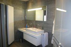 Spiegel met led verlichting door de spiegel heen en volgens model