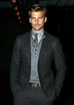 chemise et cravate fin plus polo : ma tenue préférée.