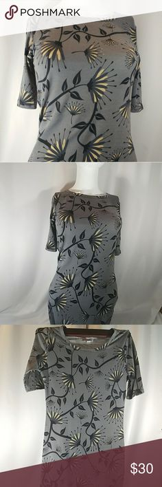 LULAROE JULIA Size XXS Lularoe Julia Size XXS Gray background with half open floral blooms Beautiful warm hues of soft gray and pale yellow. This will fit a size 0 to 4, but it will become more curve hugging depending on the wearer. Never worn but tags have been removed. LuLaRoe Dresses Midi