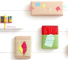 emballage cadeau original avec du papier brun, toile de jute et ornements en carton multicolores