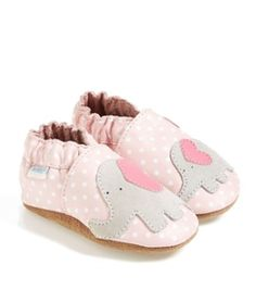 elephant crib shoes  http://rstyle.me/n/ttyyapdpe