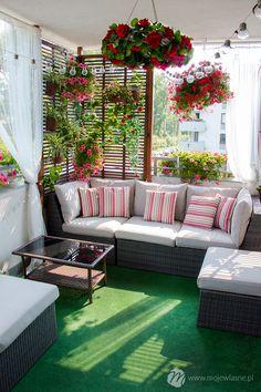Small Balcony Design, Small Balcony Garden, Small Balcony Decor, Patio Design, House Design, Patio Garden Ideas Uk, Balcony Decoration, Basket Decoration, Garden Design