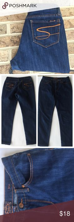 👖SEVEN JEANS👖 dark wash skinny fit These dark wash seven jeans are fabulous for fall! Nice stretchy material, not a stiff material. Size 30 waist and 28 inseam. Seven7 Jeans Skinny