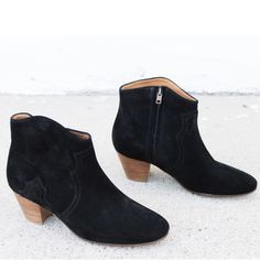 The Dicker Boot is back and better than ever... in black. This new @marantstyle arrival just landed at our doorstep and is already flying out of the door. Call 1.877.342.6474 to snag your size today! ($635.00)