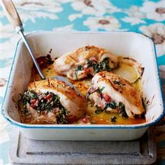 Chicken stuffed with spinach and pancetta recipe. This chicken dish remains succulent thanks to the Italian-style stuffing. It's a lovely chicken dish, best served with creamy mash. Spinach Recipes, Chicken Recipes, Panchetta Recipes, Cooking Recipes, Healthy Recipes, Free Recipes, Keto Recipes, Good Food, Yummy Food