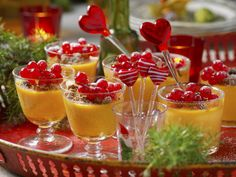 Saffranspannacotta Swedish Recipes, All Things Christmas, Christmas Ideas, Fruit Salad, Tapas, Panna Cotta, Deserts, Food And Drink, Snacks