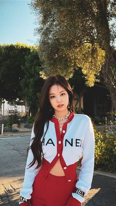 Jennie kim from blackpink Kim Jennie, Blackpink Fashion, Korean Fashion, Fashion Outfits, Black Pink Kpop, Blackpink Photos, Blackpink Jisoo, South Korean Girls, Girl Crushes