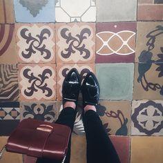 From where I stand! Suelos maravillosos que encuentro en Córdoba! #suelo #hidraulicos #restaurante #cordoba #argentina #friday #suelos #floor #tiles #tileaddiction #fromwhereistand #ig_argentina #ig_cordobaarg #igerscba #ig_cordoba #ig_cba #igcordoba