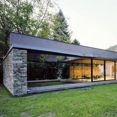 Villa SK by Atelier Thomas Pucher - Two steel beams mark out the concrete roof structure, which can be accessed from the first floor of the house and used as a terrace.