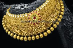 Broad Collar Choker in Gold Cute Jewelry, Gold Jewelry, Jewelery, Gold Necklace, Pakistani Bridal Jewelry, Indian Jewelry, Gold Jewellery Design, Temple Jewellery, Gold Set