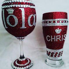 Glitter Wine Glasses, Diy Wine Glasses, Glitter Cups, Glitter Gifts, Liquor Bottle Crafts, Wine Glass Crafts, Diy Bottle, Painted Wine Bottles, Painted Wine Glasses