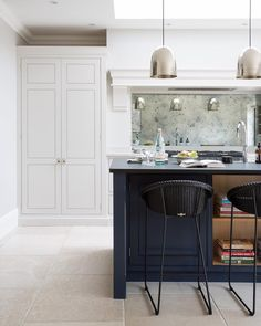 Humphrey Munson Kitchens 12 Farrow and Ball Kitchen Cabinet Colors - For the per. Humphrey Munson Kitchens 12 Farrow and Ball Kitchen Cabinet Colors - For the perfect English Kitchen - Railings on the island Kitchen Cabinet Colors, Kitchen Paint, Kitchen Cabinets, Kitchen Island, White Cabinets, Oak Cabinets, Open Plan Kitchen, New Kitchen, Kitchen Decor