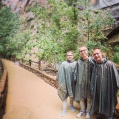 ‪Quickly bought a raincoat and the hike can begin 🏞‬ ‪📍Utah, Zion National Park‬ ‪https://youtu.be/HQ3APC7rwBM‬  ‪#zion #park #nature #travel #blog #usa‬