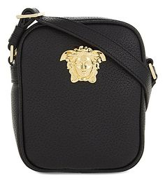 VERSACE Medusa Leather Cross-Body Bag. #versace #bags #shoulder bags #leather # Сумки Hermes, Сумки Hermes, Кожаные Сумки, Сумка От Версаче, Мода Сумки, Высокая Мода, Мужская Мода, Одежда