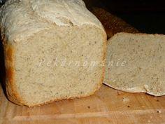Toustový chleba, který díky použitým moukám není zcela bílý. Bramborový, dlouho vláčný (vařené brambory v těstě). Celozrnný kefírový - nadýchaný, s dýňovými jádry, při jídle, křupajícími mezi zuby. A naposled chléb typu Šumavy. Obyčejnější, ničím nenavoněný, k denní spotřebě - to jsou tyto čtyři chleby z pekárničky.   Toustový chleba (titulní foto) Suroviny: 150… Kefir, Bread, Food, Eten, Bakeries, Meals, Breads, Diet