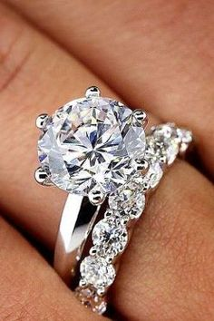 Stunning diamond solitaire engagement ring with wedding band. Simple yet so elegant!