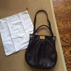 Classic Q hillier Mint condition. 100% cow pebbled leather. Brown with gold hardware. Removable shoulder strap. No trades. Price is firm Marc by Marc Jacobs Bags