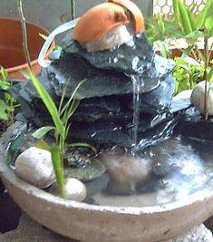 Cómo impermeabilizar el cartón piedra Feng Shui, Water Curtain, Indoor Fountain, Delicious Magazine, Aquatic Plants, Fairy Houses, Paper Mache, Water Features, Garden Art