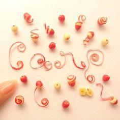 カープ愛。  #ミニチュア#ミニチュアフード#クレイクラフト#クレイアート#粘土#りんご#広島東洋カープ#カープ#miniature#miniaturefood#clayart#instafood#apples