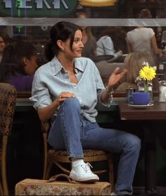 Rachel Green might have been more beloved, but we firmly believe that Monica Geller (Courteney Cox) was the best dressed character on 'Friends. Friends Mode, Friends Tv Show, Looks Style, Looks Cool, Retro Outfits, Cute Casual Outfits, Summer Outfits, Tv Show Outfits, Work Outfits