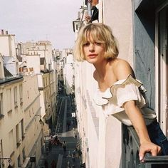 Paris with zoelaz Fringe Hairstyles, Hairstyles With Bangs, Pretty Hairstyles, 90s Grunge Hair, Soft Grunge Hair, Hair Inspo, Hair Inspiration, Inspo Cheveux, Short Haircuts
