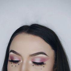 🌹🌹🌹🌹 Eyes: @anastasiabeverlyhills #modernrenaissance  Brows: @anastasiabeverlyhills #dipbrowpomade dark brown  Face: @toofaced #bornthisway Snow @katvondbeauty lock-it concealer creme L3  @toofaced #milkchocolatesoleil bronzer @lauramercier #translucent powder Highlight: @beccacosmetics moonstone Lashes: @beautylashespl Holly #mua #makeup #selfie #polishgirl #muapl #makeupartist #makeupaddict #girl #makeupforbarbies #abhbrows #followme #undiscovered_muas #plgirl #l4l #f4f…