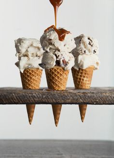 Vegan Vanilla Ice Cream with Bourbon & Chocolate-Covered Pecans Bourbon Salted Chocolate-Pecan Cluster Ice Cream Yummy Ice Cream, Love Ice Cream, Vegan Ice Cream, Homemade Ice Cream, Vanilla Ice Cream, Ice Cream Recipes, Cream Cream, Slow Cooker Desserts, Frozen Desserts
