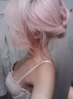 Love this soft pink on white blonde look. Thinking about doing this for any icy-winter look.