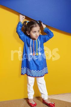 Girls Dresses Sewing, Stylish Dresses For Girls, Toddler Girl Outfits, Little Girl Dresses, Girls Party Wear, Kids Dress Wear, Girls Wear, Pakistani Kids Dresses, Kids Ethnic Wear