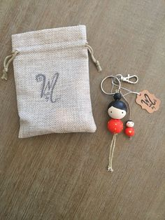 Items similar to Keychain, Mother and daughter/son wooden beads keychain on Etsy - Geschenke Doll Crafts, Bead Crafts, Diy Mothers Day Gifts, Diy Keychain, Mother's Day Diy, Handmade Necklaces, Handmade Keychains, Handmade Beads, Handcrafted Jewelry