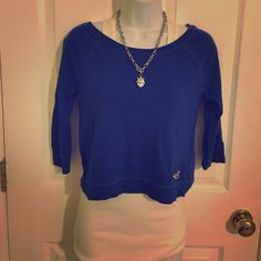 Hollister crop tee xs like new Bright blue 3/4 sleeve crop tee from Hollister in excellent condition xs 🌴 Hollister Tops Tees - Long Sleeve