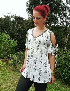 "T-shirt Ombro Vazado Off White ""Caveiras"""