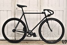 Fixie - Shamal Campagnolo wheels. Great look!!