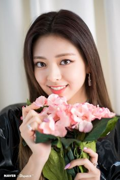 ITZY's Yuna the second mini album 'IT'z ME' promotion photoshoot by Naver x Dispatch. New Girl, Kpop Girls, Korean Girl, Asian Girl, Mini Albums, Girl Group, Two By Two, Wattpad, Photoshoot