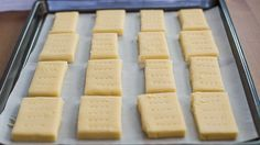 Classic Shortbread Cookies - it only takes 3 ingredients to make these mouthwatering shortbread cookies. So yummy, I added a bit of vanilla and they taste just like starbucks shortbread cookies! Cookie Bakery, Cookie Desserts, Just Desserts, Cookie Recipes, Delicious Desserts, Dessert Recipes, Yummy Food, Tea Cakes, Dessert Drinks