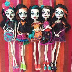 All Monster High Dolls, Monster High Characters, Love Monster, Monster Dolls, Personajes Monster High, Catty Noir, Sugar Skull Makeup, Black Butler Anime, Valley Of The Dolls