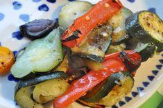 Grøntsager i ovn opskrift på ovnbagte grøntsager | nogetiovnen.dk Squash, Side Recipes, Zucchini, Sausage, Meals, Fresh, Chicken, Vegetables, Healthy