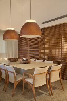 Persiana em madeira para tornar o espaço mais reservado.
