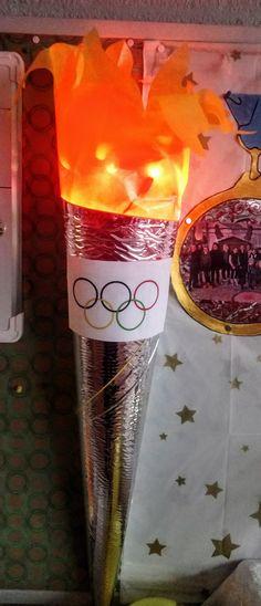 Olympisch vuur met kerstkichtjes voor het effect