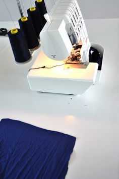 Tips overlock emma en mona: overlockles Bernina 800dl, Janome, Sewing Hacks, Sewing Tutorials, Sewing Tips, Sewing Ideas, Sewing Projects, Sewing Clothes, Diy Clothes