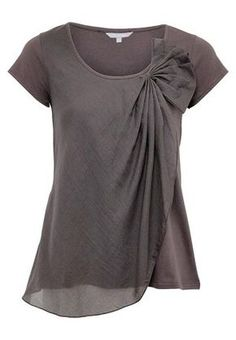 Cotton Voile Fan Top ]any sheer fabric would work well, including patterned over color. Cute, but I would prefer a color Sewing Clothes, Diy Clothes, Clothes For Women, Shirt Bluse, Mode Inspiration, Color Inspiration, Sheer Fabrics, Mode Style, Blouse Designs