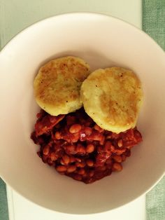 Home-made baked beans with potato cakes (Gordon Ramsay)