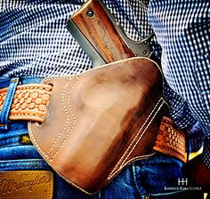 hammered hides leather creates custom leather holsters for all types of firearms. Knife Holster, 1911 Holster, Pistol Holster, Colt M1911, Custom Leather Holsters, Estilo Country, Concealed Carry Holsters, Firearms, Handgun
