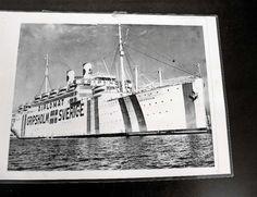 M/S Gripsholm under utväxlingsuppdrag under andra världskriget. Tydliga markeringar på det vitmålade skrovet och att det var fullt upplyst hindrade tyska ubåtar från att sänka fartyget.